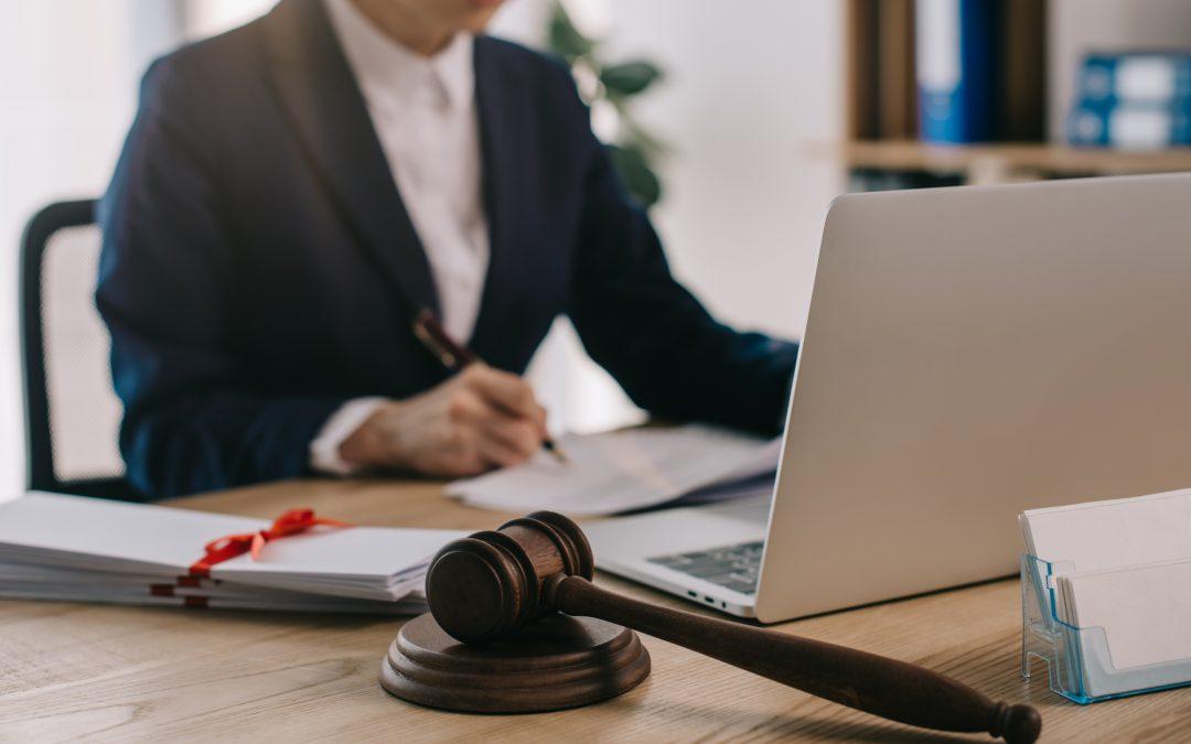 10 Ventajas de contratar abogados para tu negocio