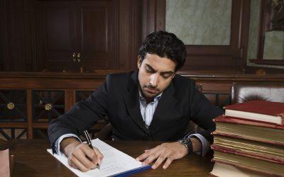 4 beneficios de contratar Abogados Latinos