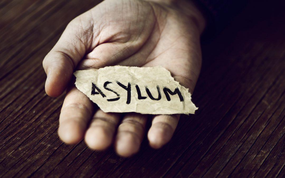 ¿Quién es elegible para el estatus de asilo o refugiado en Estados Unidos?