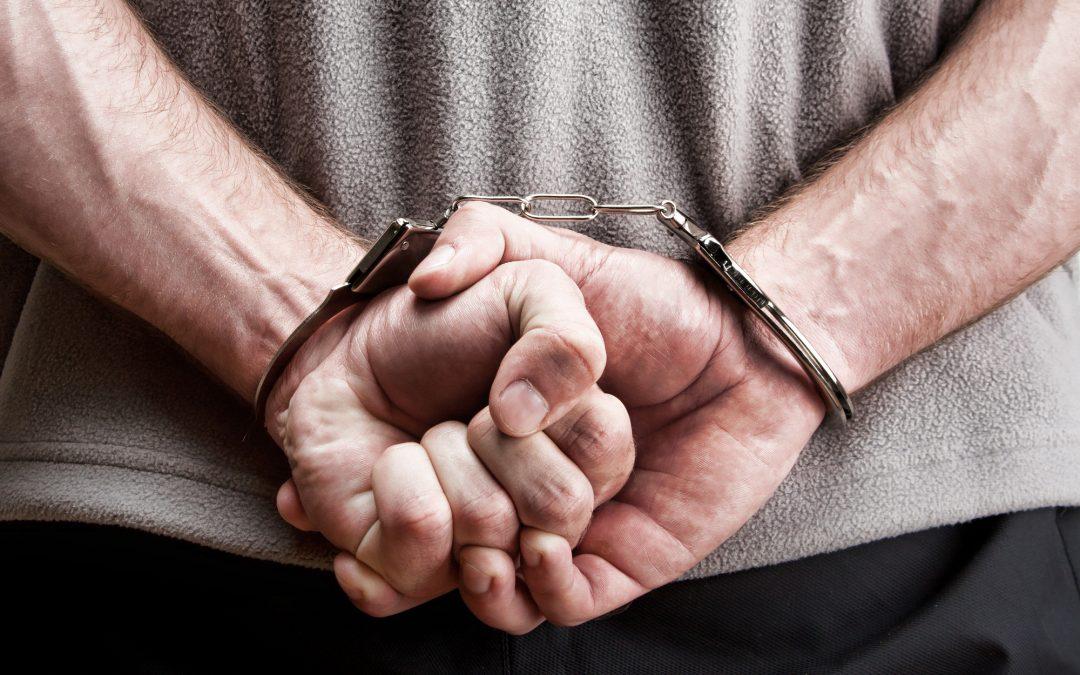 11 crímenes que anulan la elegibilidad para los aspirantes de una Green Card