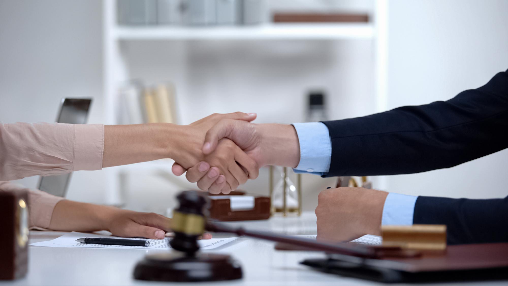 Estas son algunas de las maneras para obtener ayuda legal gratuita