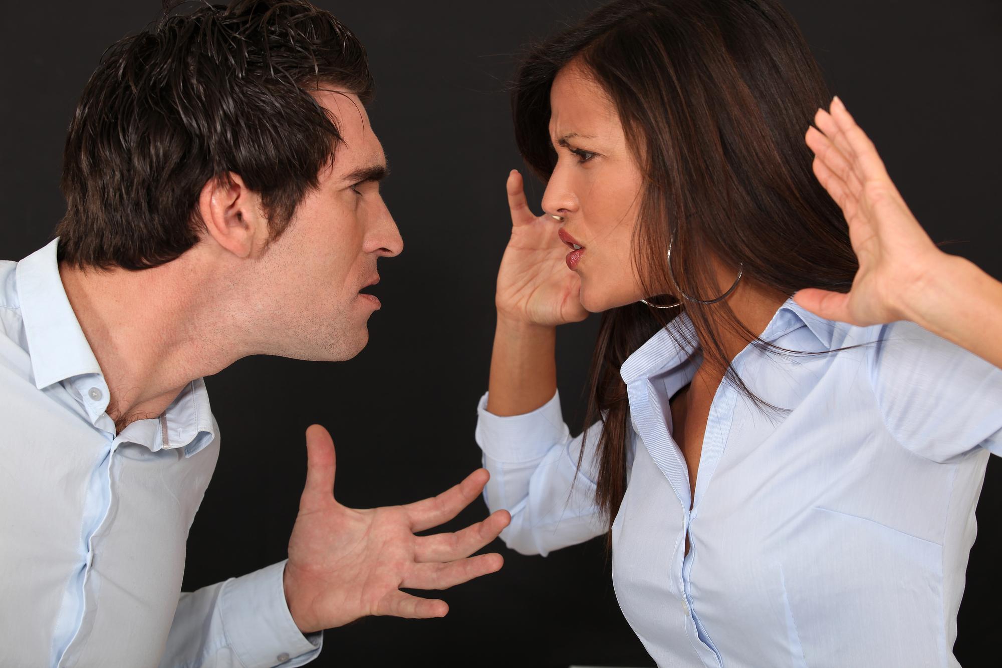 Qué pasa cuando presentas cargos por violencia doméstica
