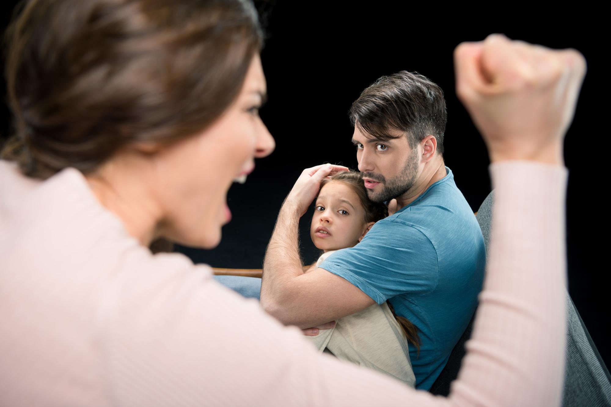 Cuál es el límite para presentar cargos por violencia doméstica