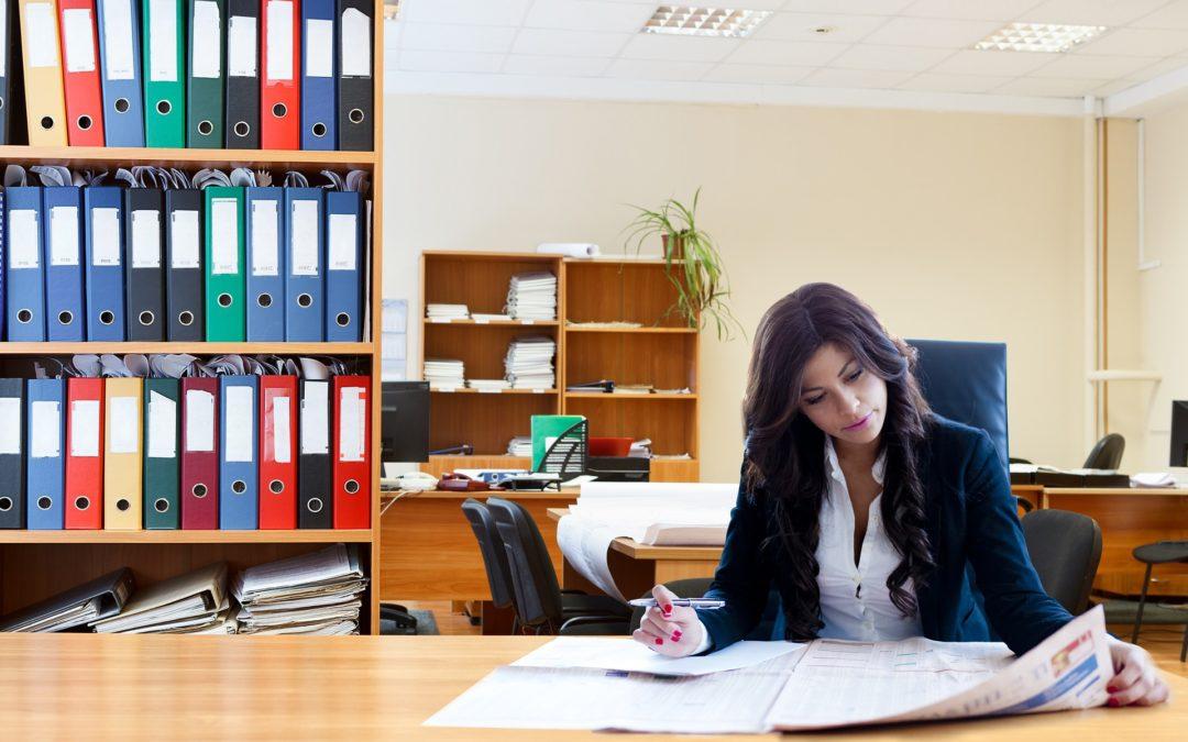 Lo que debo considerar antes de contratar un abogado online