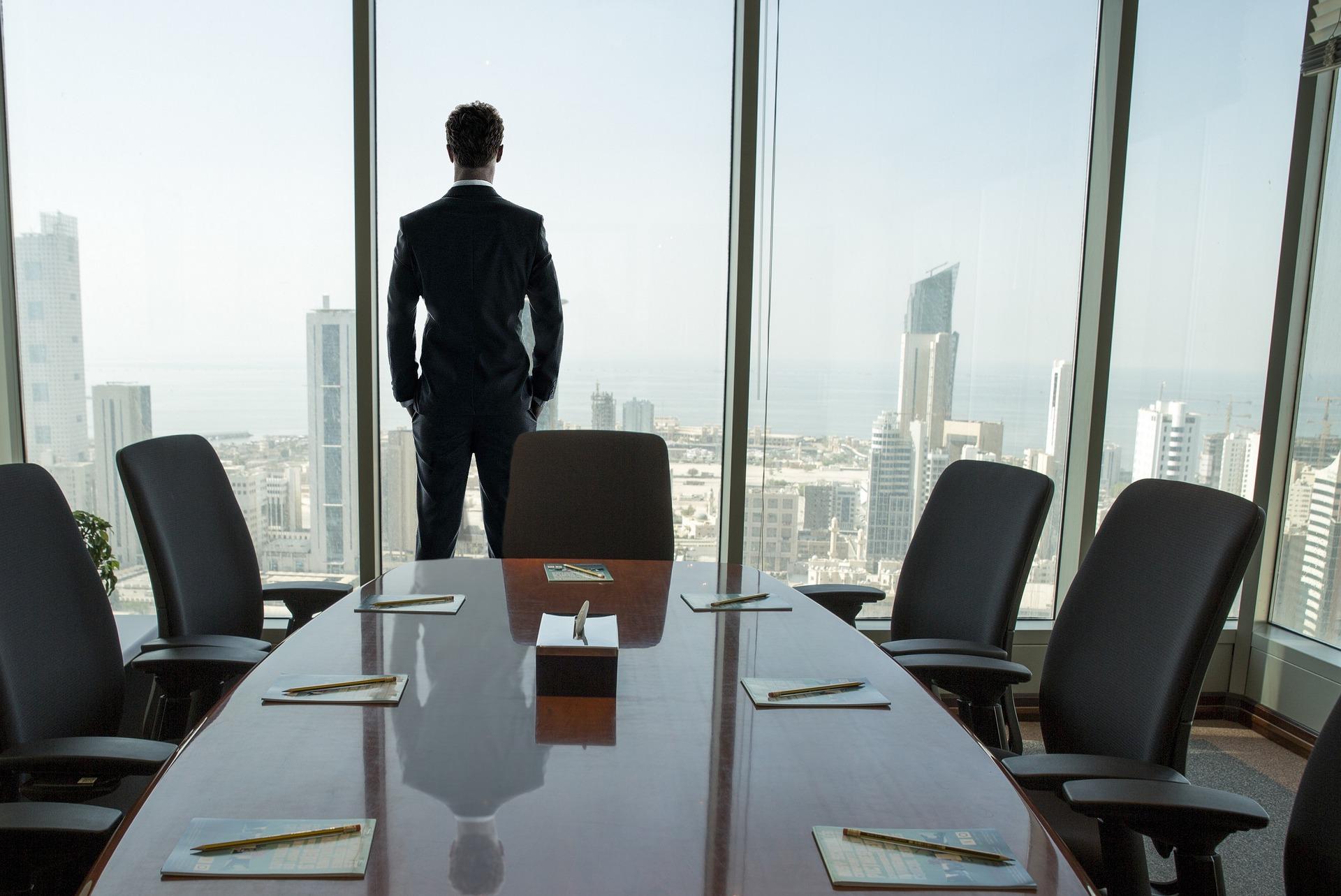 Consejos Financieros para los Adultos Mayores que Atraviesan un Divorcio